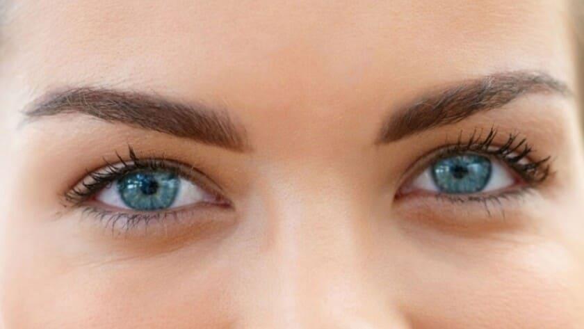 Personer med blå färg på ögonen